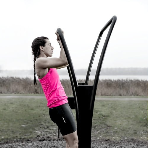 Outdoor gym equipment for pull-ups